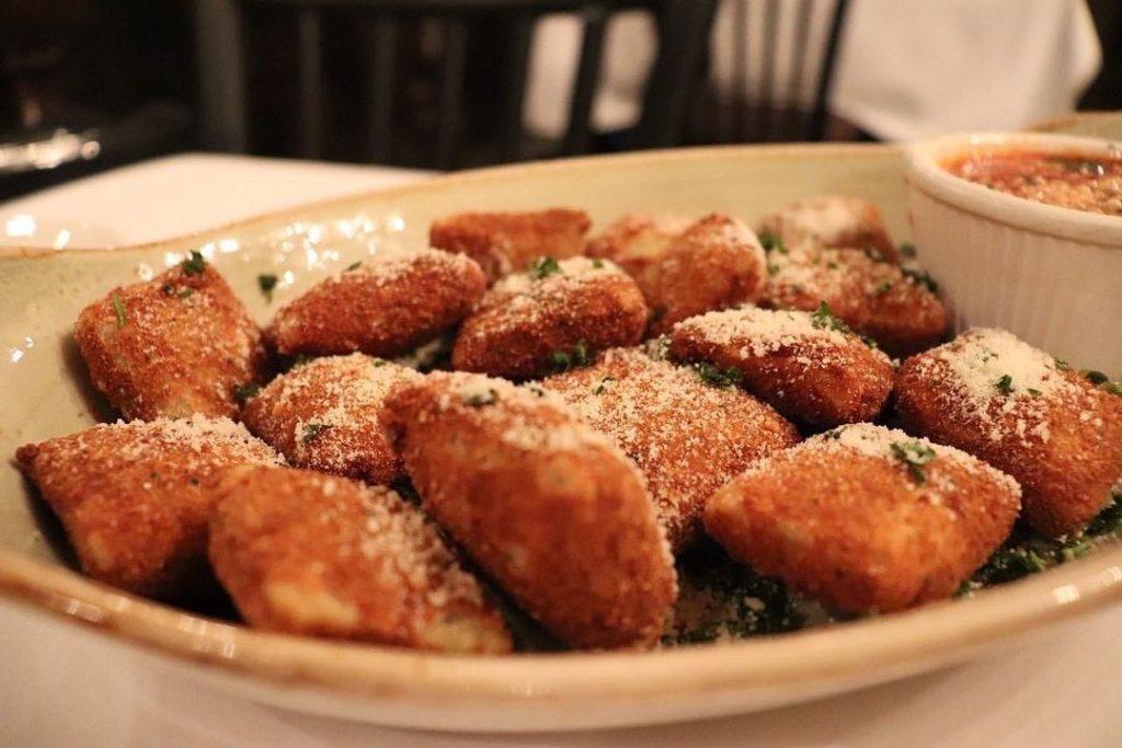 toasted ravioli iconic st louis food