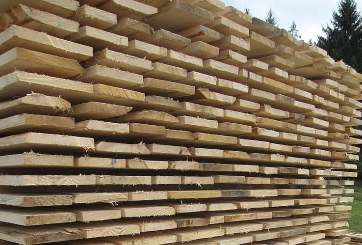 horizontal construction material storage for lumber