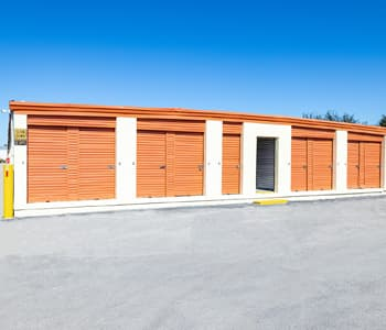 Mini storage units in Tampa with car storage options