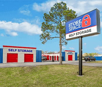 store space self storage at 5512 S willow dr in Houston tx 77035